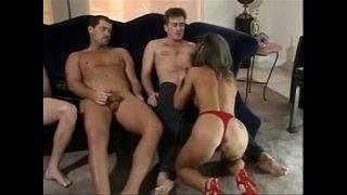 Brunett damen och de tre kukarna